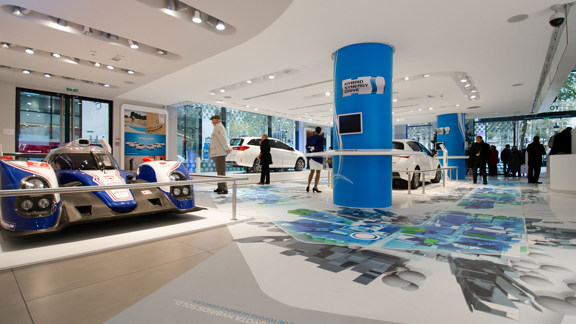 Toyota Le Rendez Vous Paris Showroom Hybrid Ausstellung