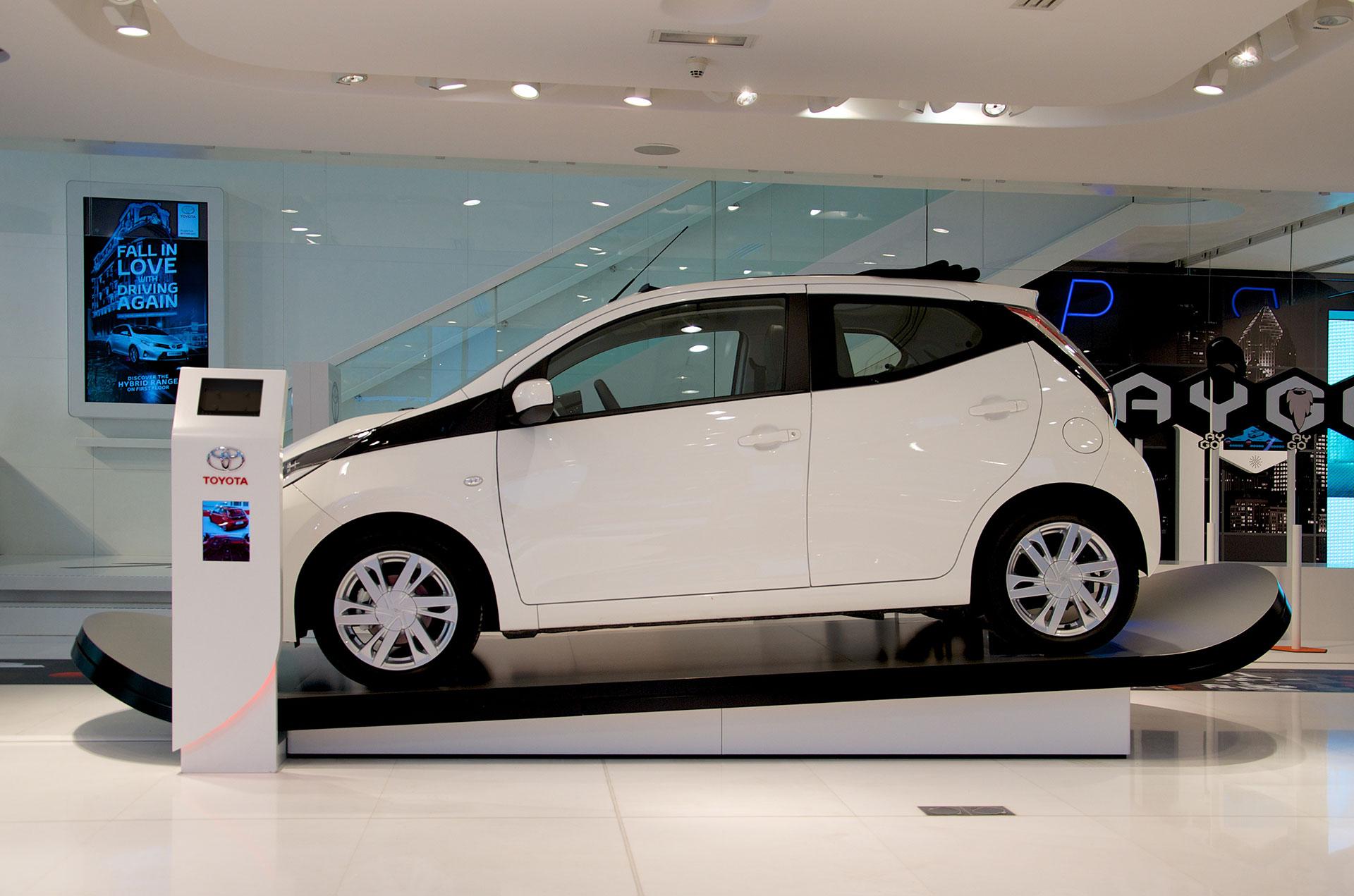 Toyota AYGO Ausstellung Showroom Paris
